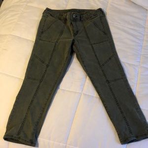 American Eagle camouflage green capris